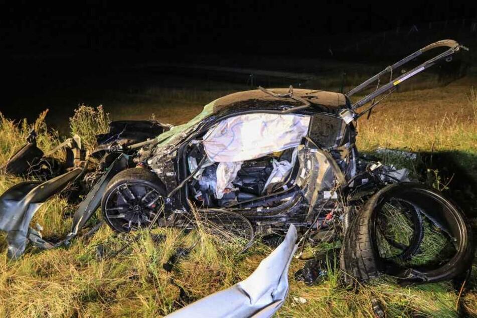 Der 26-jährige Fahrer krachte in die Leitplanke und war sofort tot.