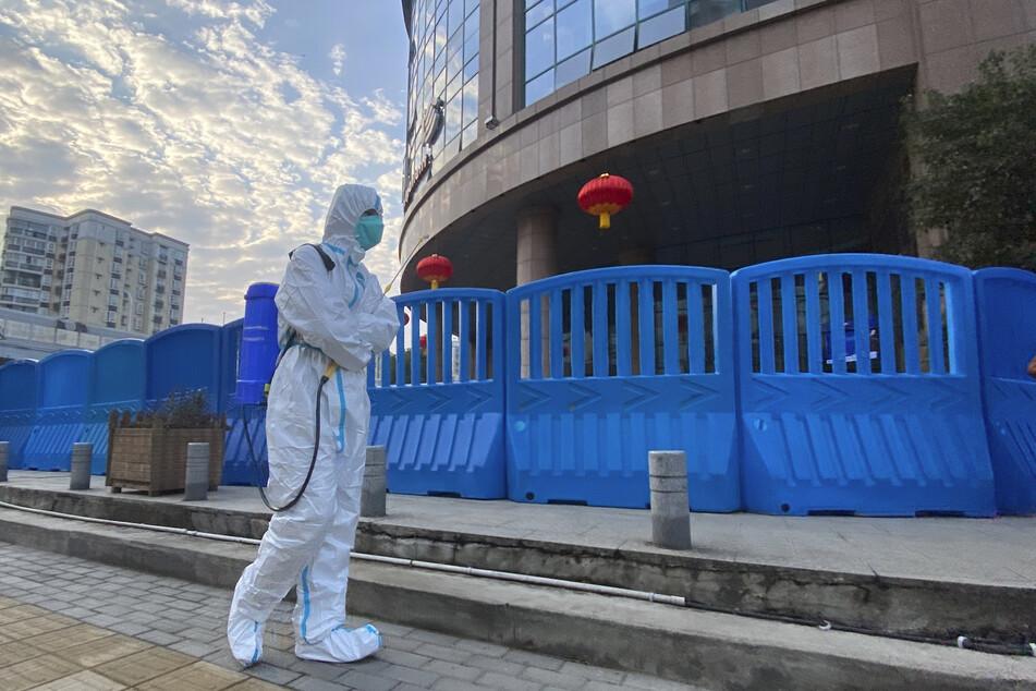 In der chinesischen Stadt Wuhan brach das Coronavirus erstmals aus, laut neuen Forschungsergebnissen aber offenbar schon früher als bislang angenommen.