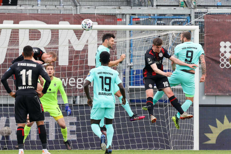 Sascha Moelder (r.) hilft hinten mit aus. Die gute Leistung des Goalgetters wurde diesmal nicht mit einem Tor belohnt.
