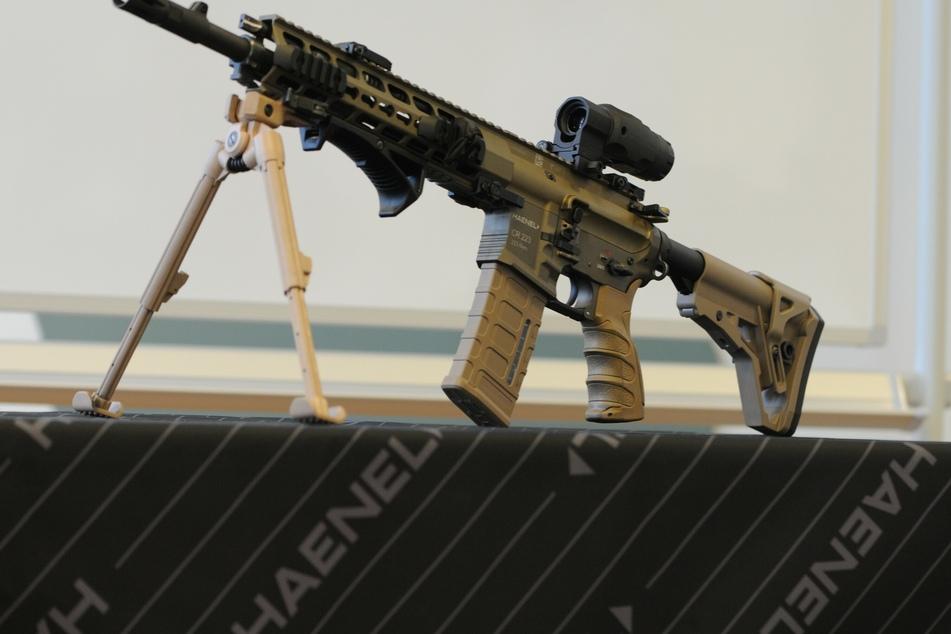 Im Oktober sollte in Halle eine Waffen- und Militariamesse stattfinden. Diese wurde nun abgesagt. (Symbolbild)