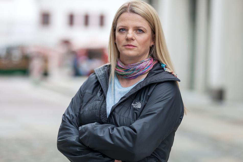 Ex-OB-Kandidatin Susanne Schaper (42, Linke) ist sauer! Stadt und Land wollen die Suchthilfe für Familien kürzen.