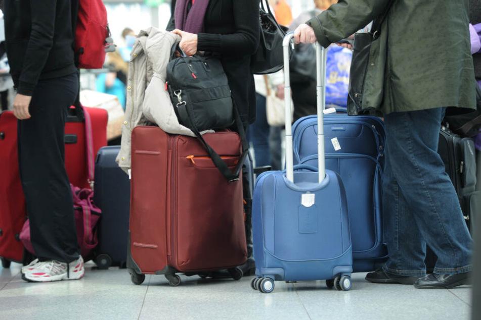 Nicht aus der Hand lassen: Fluggäste müssen ihr Gepäck am Airport vor Dieben schützen. (Archivbild)
