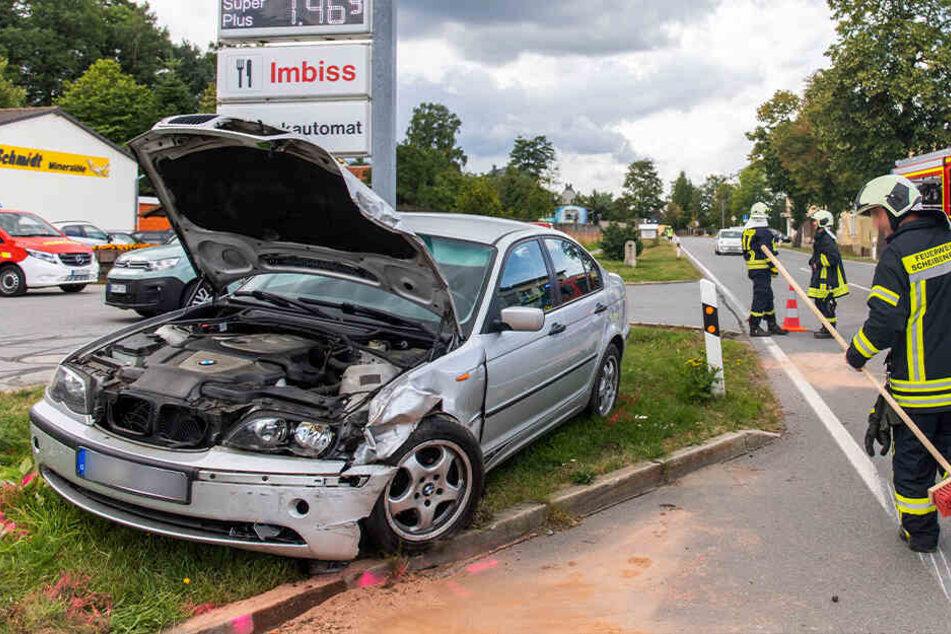Der BMW ist am Dienstagmittag frontal mit einem Ligier zusammengestoßen.