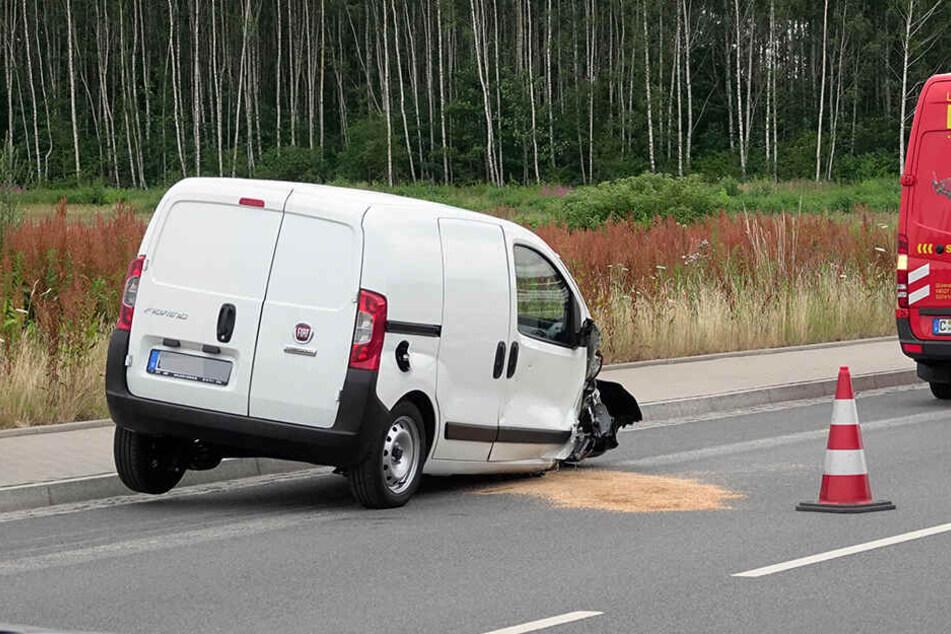Die rechte Vorderachse des Fiat fehlte nach dem Unfall.