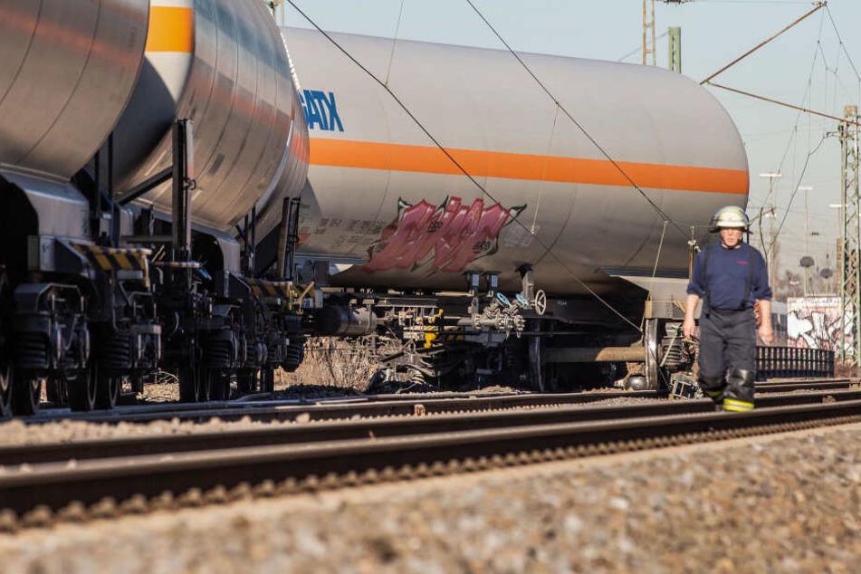 Die mit Gas beladenen Waggons waren am Montag aus dem Gleis gesprungen.