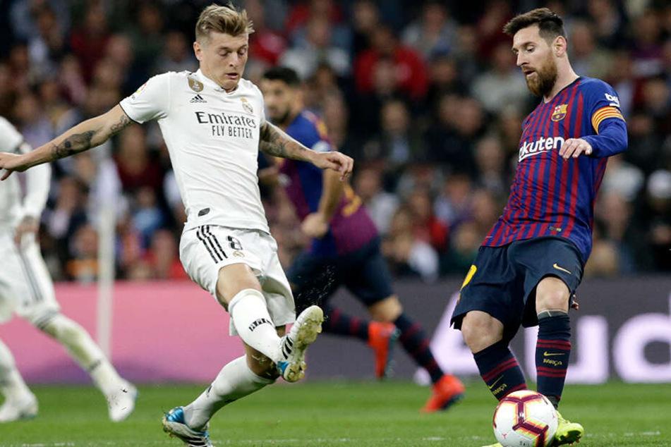 Auf das Duell mit dem amtierenden Weltfußballer Lionel Messi, muss Weltmeister Toni Kroos wohl etwas länger warten als gedacht.