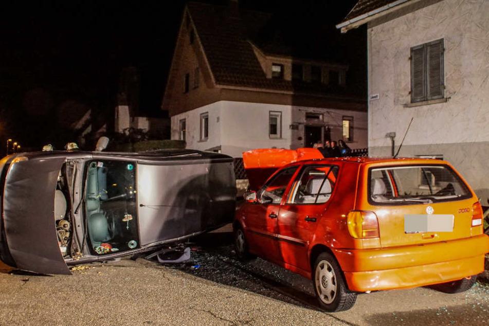 Der Renault landete beim Crash auf der Seite.