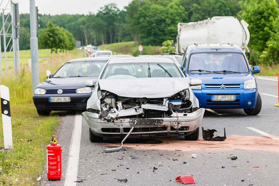 An der Anschlussstelle Pulsnitz krachten zwei VWs aufeinander.