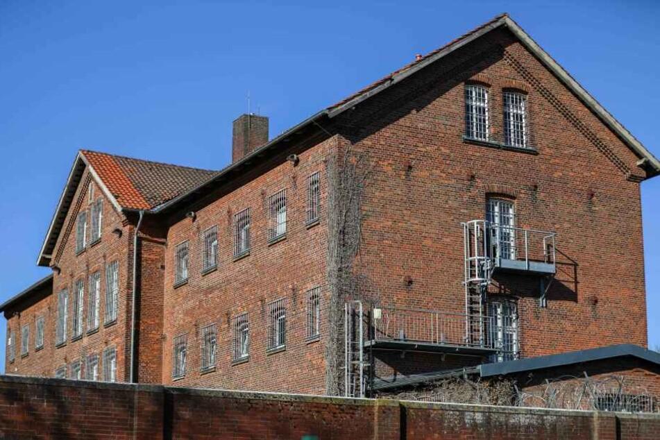 Das Gebäude der Justizvollzugsanstalt für Frauen Jugendabteilung. Hier brach der 18-Jährige ein.