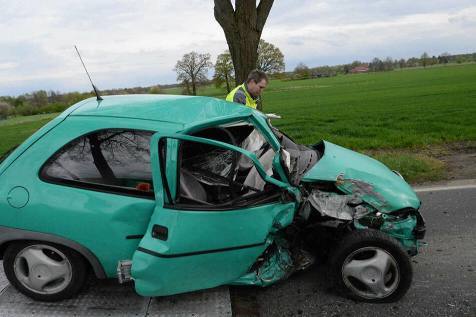 Der Corsa wurde bei dem Unfall komplett zerstört.