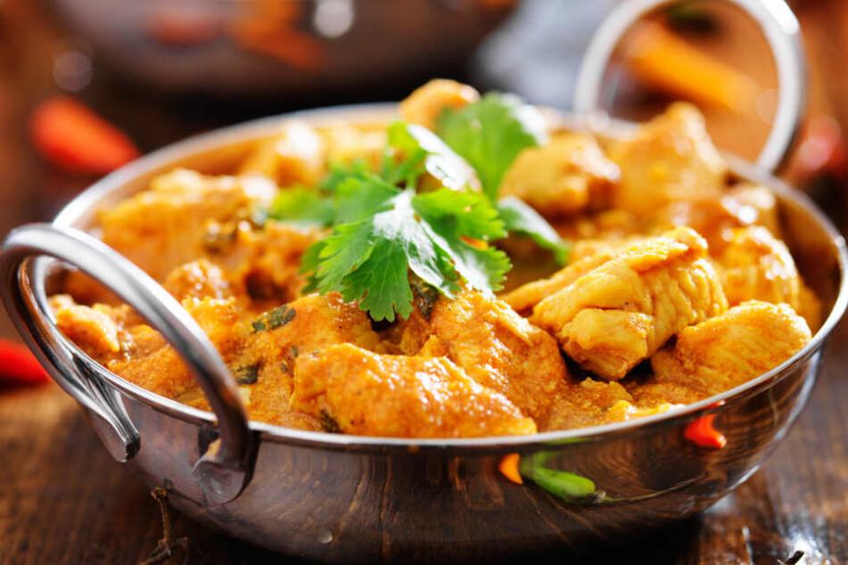 Eine überzeugte Vegetarierin war geschockt, als sie einen Löffel ihres Currys in den Mund nahm.