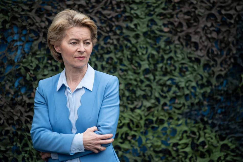 Ursula von der Leyen (CDU) hat ihren Rücktritt als Verteidigungsministerin angekündigt.