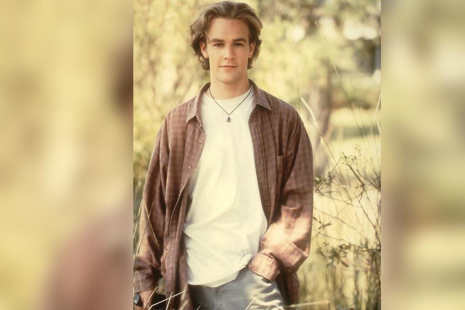 So kennen wir ihn: Dawson Leery mit T-Shirt, lockerem Karohemd und blonder Wallemähne.