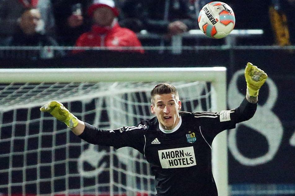 Auch in der Saison 2017/2018 wird Kevin Kunz durch das Chemnitzer Tor fliegen.