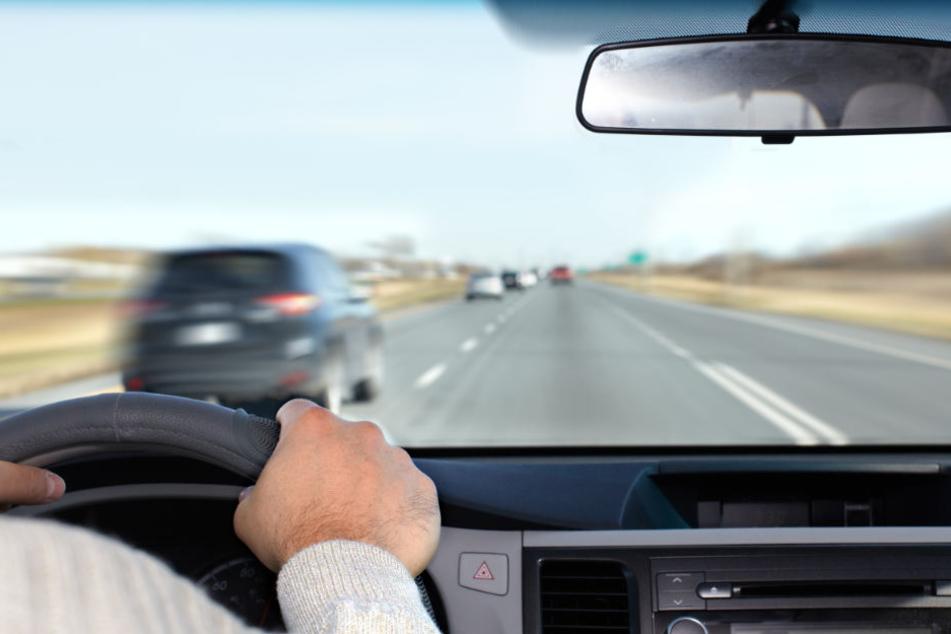 Anderen Autofahrern gelang es, den Trunkenbold anzuhalten. (Symbolbild)