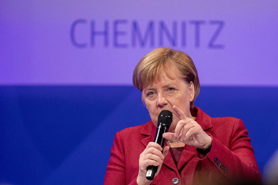 Bundeskanzlerin Angela Merkel (64, CDU).