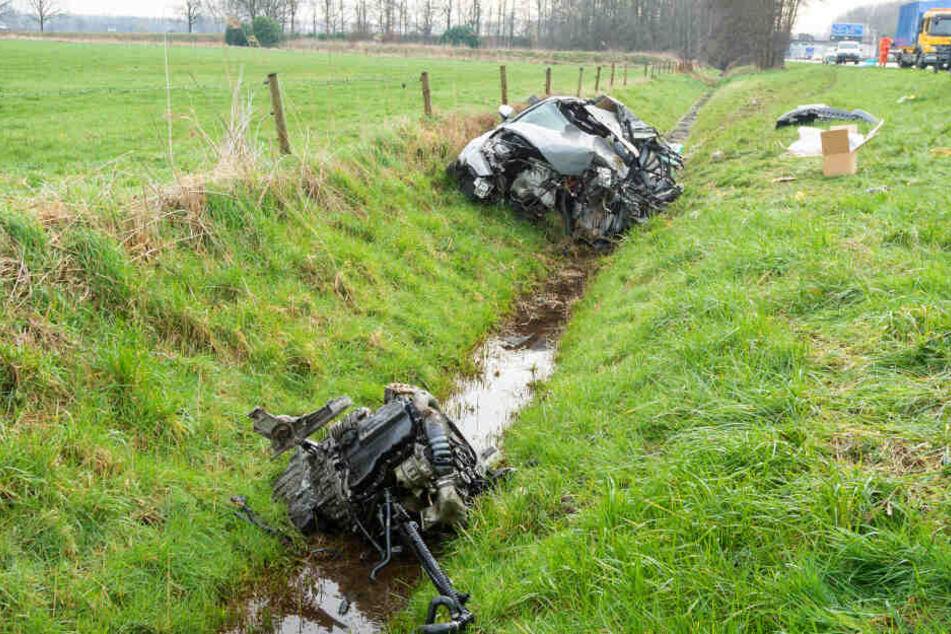 Der Audi wurde bei dem Unfall zerstört.