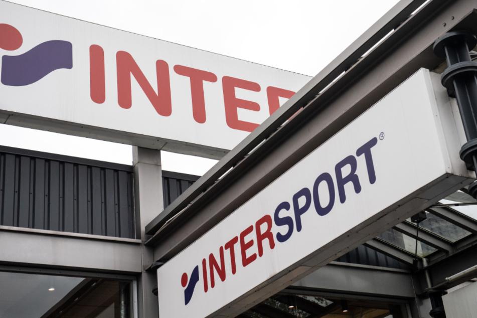 Intersport hat sich von dem Prostest-Händler aus Rosenheim distanziert. (Symbolbild)