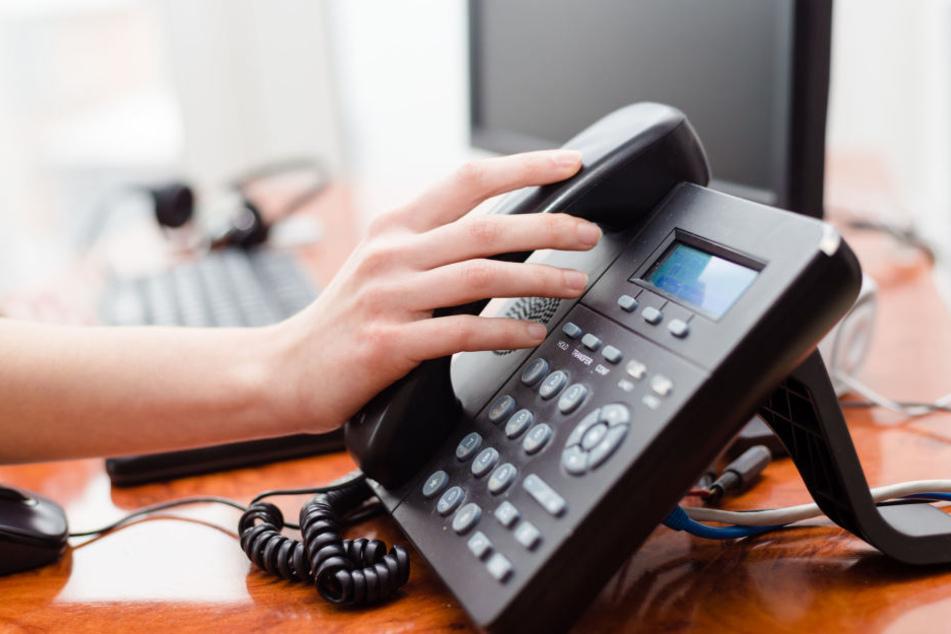 Die Seniorin dachte, sie würde tatsächlich mit ihrer Großnichte telefonieren. (Symbolbild)