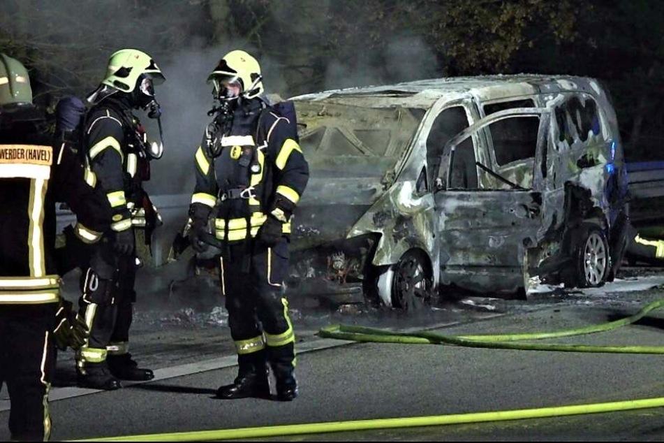 Ein Transporter ist auf der A2 in Richtung Magdeburg ausgebrannt.