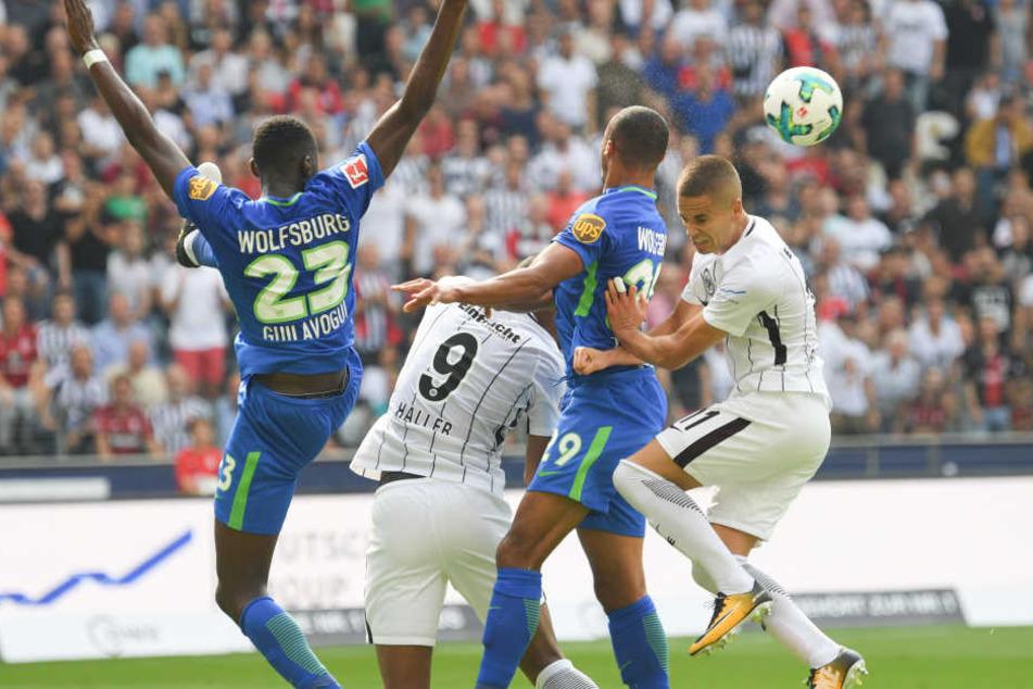 Mijat Gacinovic (rechts) und die Eintracht konnten sich gegen die Wolfsburger nicht durchsetzen.