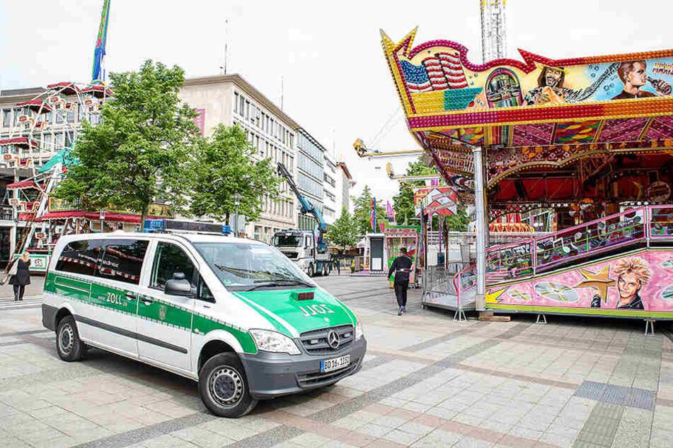 Zwei Schaustellerbetriebe wurden von dem Zoll Bielefeld überprüft.