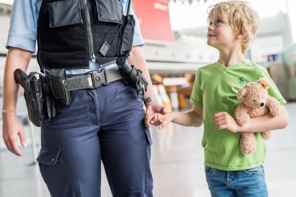 Eltern nicht erreichbar: Polizei greift nachts Kinder im Bahnhof auf