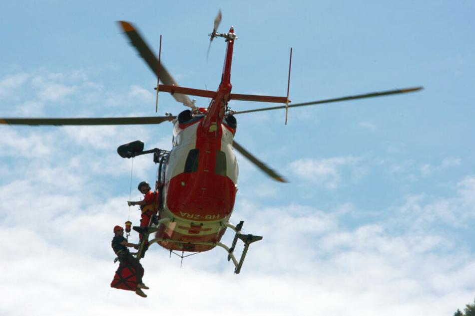 Die junge Frau wurde mit einem Rettungshubschrauber geborgen (Symbolbild).