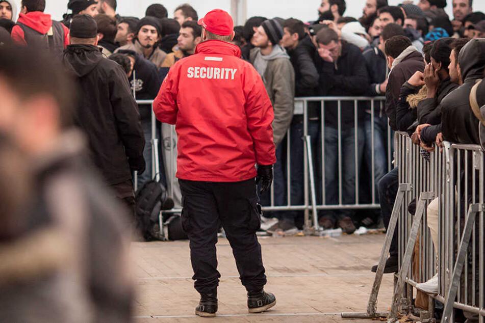 Auch Veranstalter buchen mehr Sicherheitspersonal als noch vor einigen Jahren. (Symbolbild)