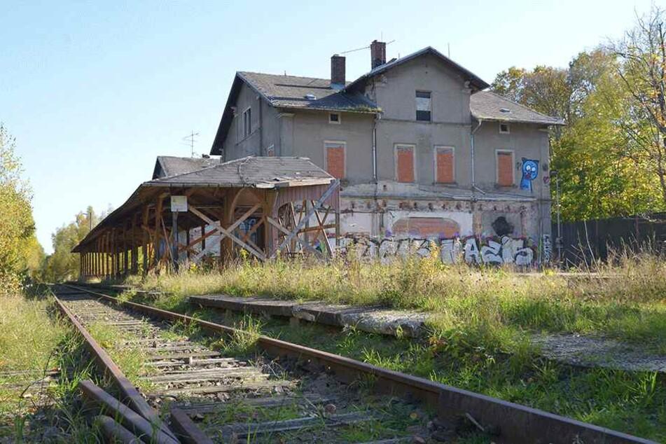 Der alte Bahnhof von Limbach steht seit 2000 leer und verfällt. Mit einer  Tram-Linie nach LO könnte er ein Comeback feiern.