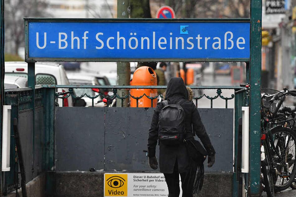 Die angeklagten Jugendlichen versuchten am ersten Weihnachtsfeiertag einen schlafenden Obdachlosen im U-Bahnhof Schönleinstraße anzuzünden.