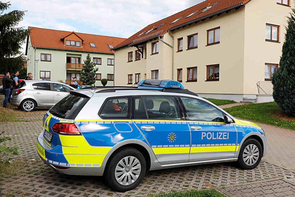 Die Polizei am Tatort in Oelsnitz.