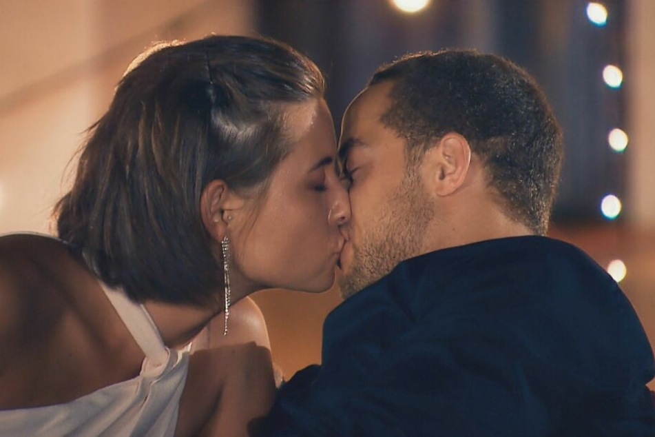 Mit dem ersten Kuss hat Jennifer aus Bremen ihre Favoriten-Rolle unetrmauert.