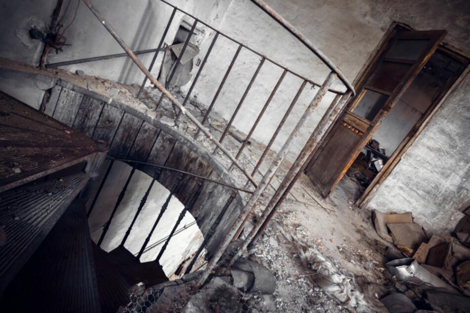 Illegale Party in leerstehendem Gebäude: Kohlenmonoxidvergiftung, Krankenhaus!