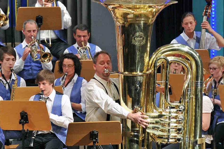 Die Instrumentenbauer im vogtländischen Musikwinkel rund um Markneukirchen  können Instrumente nicht nur bauen, sondern auch spielen.