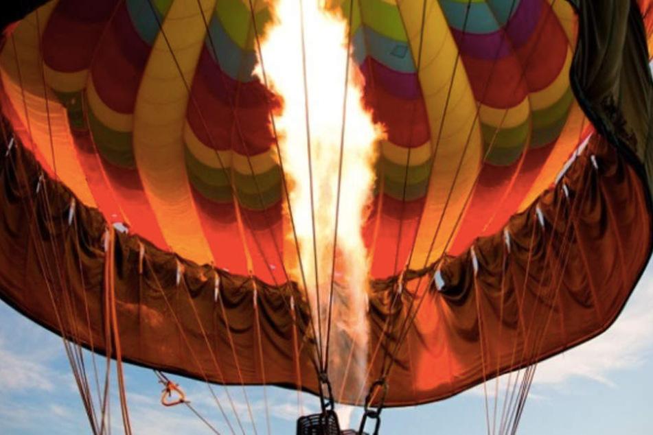 Zu Beginn muss der Ballon erst einmal mit Gas gefüllt werden.