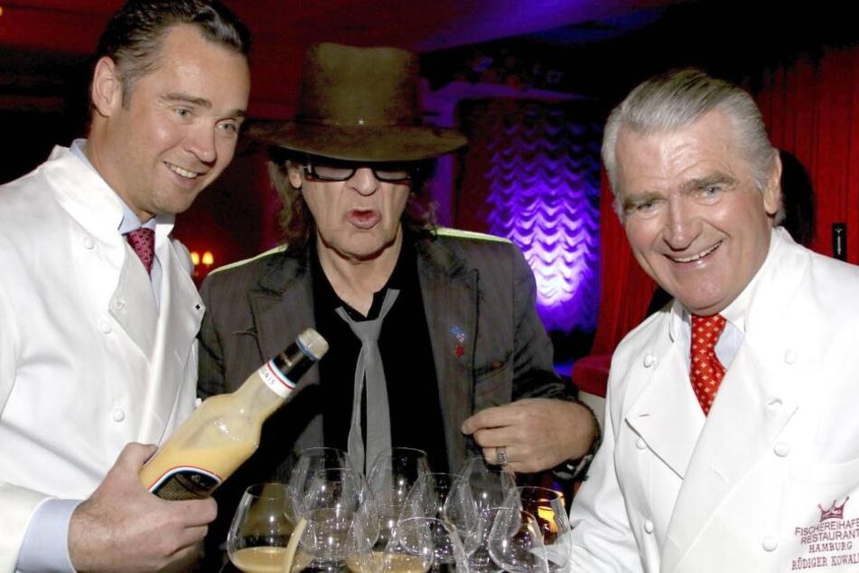 An der Seite seines Sohns Dirk (links) zeigte sich Rüdiger Kowalke (rechts) immer gerne mit der Hamburger Prominenz, wie hier mit Udo Lindenberg.