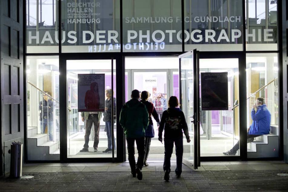 Die Deichtorhallen Hamburg bewahren den Momente in Light-Painting-Aktionen und Fotoboxen.
