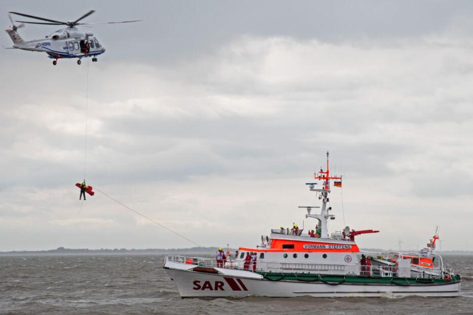 Bei der Suche kam neben einem Schiff auch ein Hubschrauber zum Einsatz.