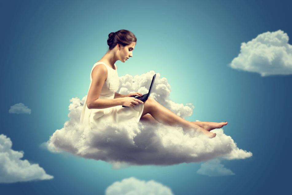 Auch Julia, Lisa und Anna wollen durch Online-Dating auf Wolke 7 schweben.