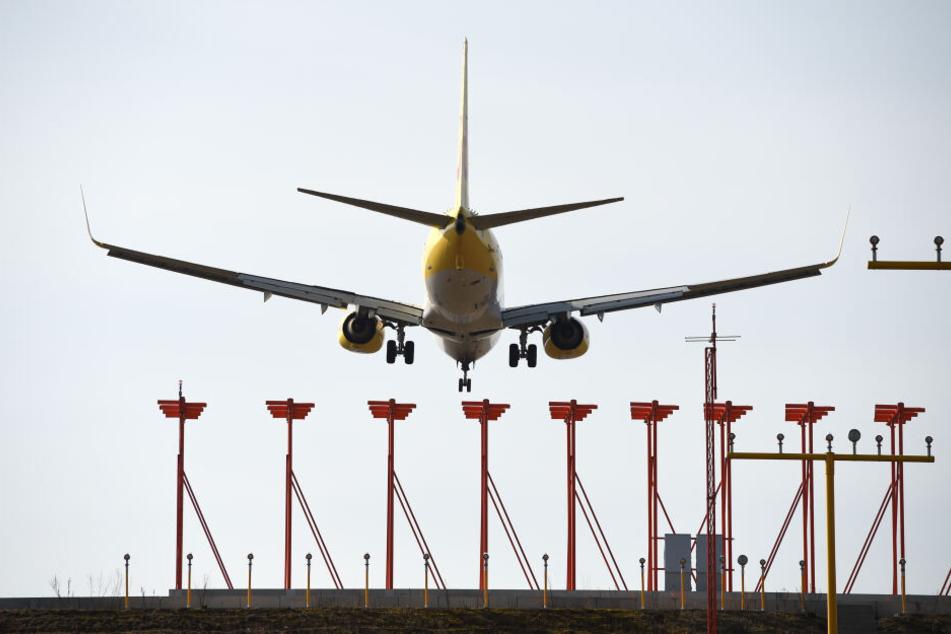 Am Freitag rechnet man bei der Deutschen Flugsicherung mit etwa 25 Prozent weniger Passagierflügen (Symbolbild).