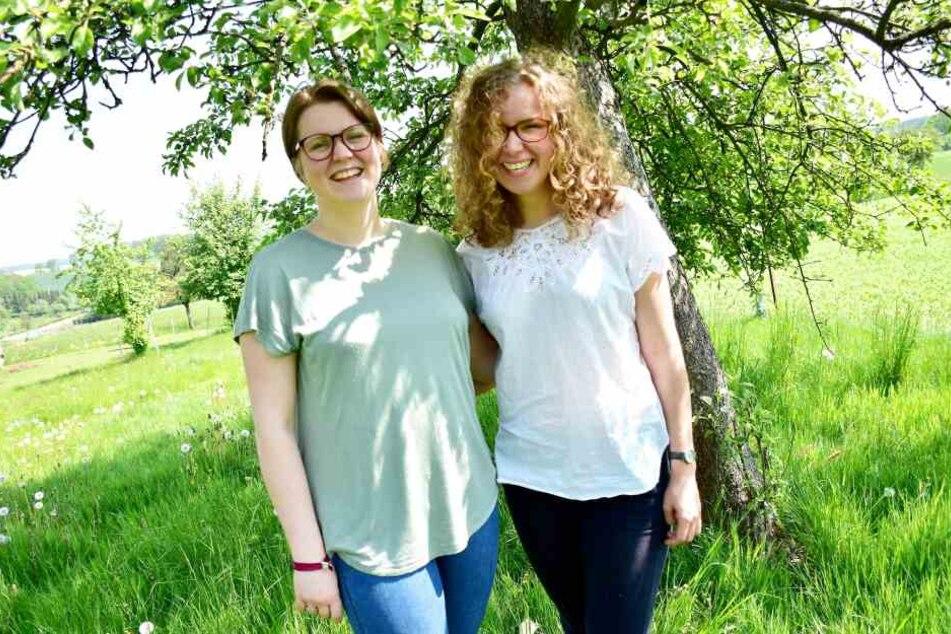 Tabea Heck (18, r.) und Karin Gräßer (19) wollen in Westafrika helfen.