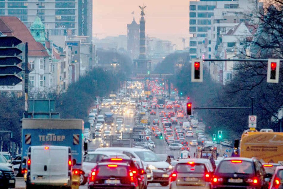Auch die Stickoxidbelastung ist in Berlin - trotz voller Straßen - durch die Einführung von Tempo-30-Zonen deutlich zurückgegangen.