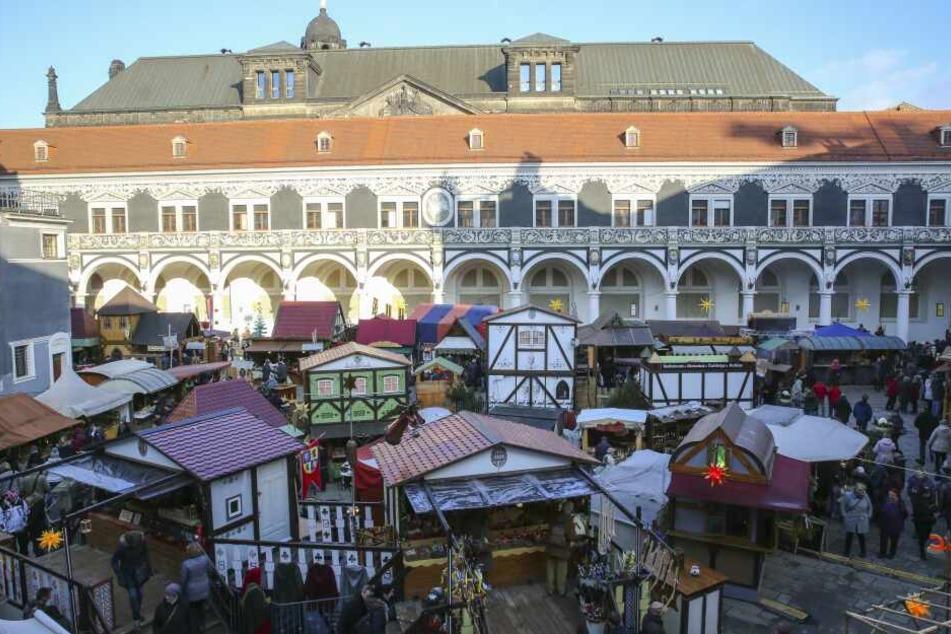 Der Mittelaltermarkt am Stallhof hat sogar bis Anfang Januar geöffnet.