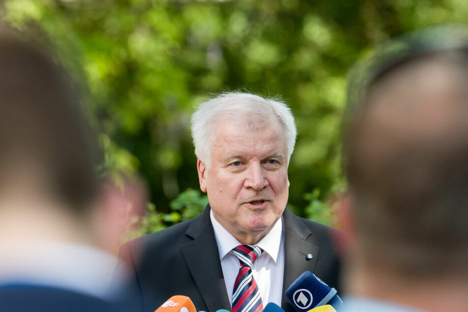 """In der kommenden Legislaturperiode solle es eine """"große, wuchtige Steuerreform"""" geben, sagte Seehofer (67, CSU) am Samstag."""