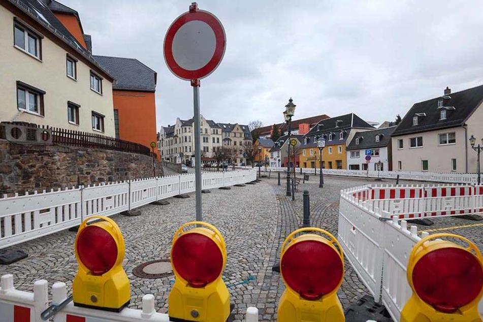 Ab 20. März Großbaustelle: der einsturzgefährdete und derzeit abgesperrte Marktplatz von Limbach-Oberfrohna.