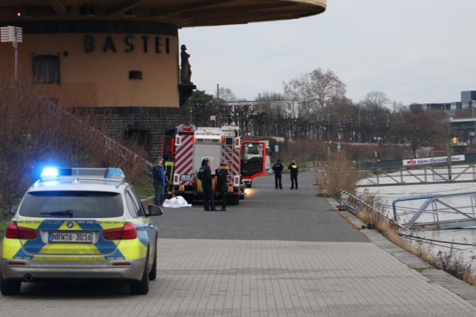 Passanten finden toten Mann im Rhein in Köln