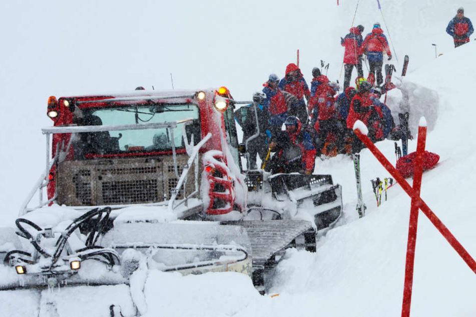 Snowboarderin wird unter Schneemassen begraben und stirbt: Ihr Bruder entkommt knapp