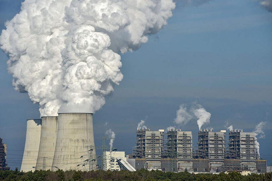 Das Kraftwerk Boxberg in der Lausitz war einstmals das größte Braunkohle-Kraftwerk der DDR. Bis 2038 soll es vom Netz gehen.
