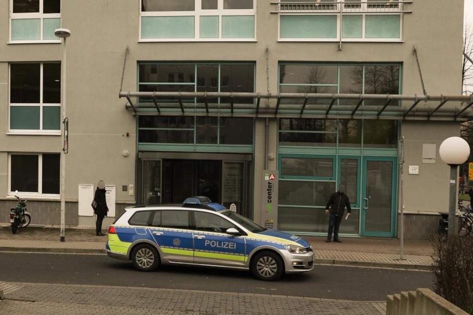 Ein Mann mit Messer bedrohte einen Wachmann in der Dresdner Agentur für Arbeit.